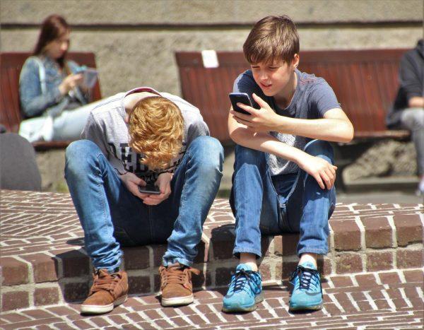 copii smartphone telefon mobil